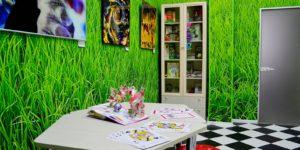 Интерьеры в стиле «Алисы в Стране чудес» и круглое кресло-стеллаж: как выглядит фантастическая библиотека № 234